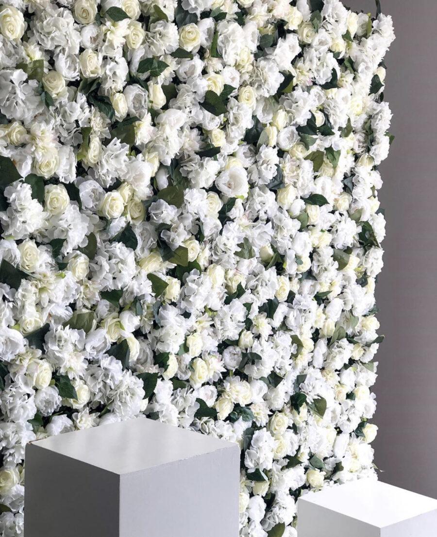 Witte flowerwall